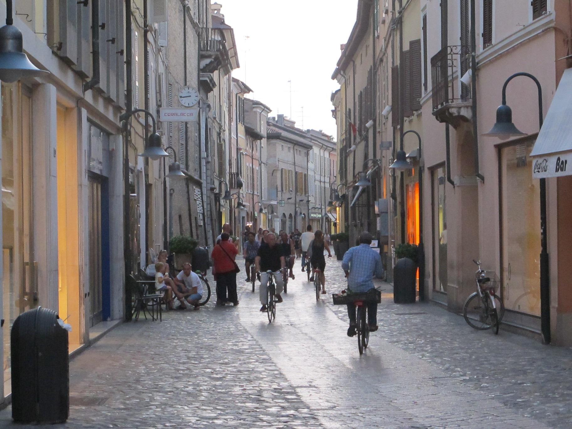 Главная торговая улица бутиков